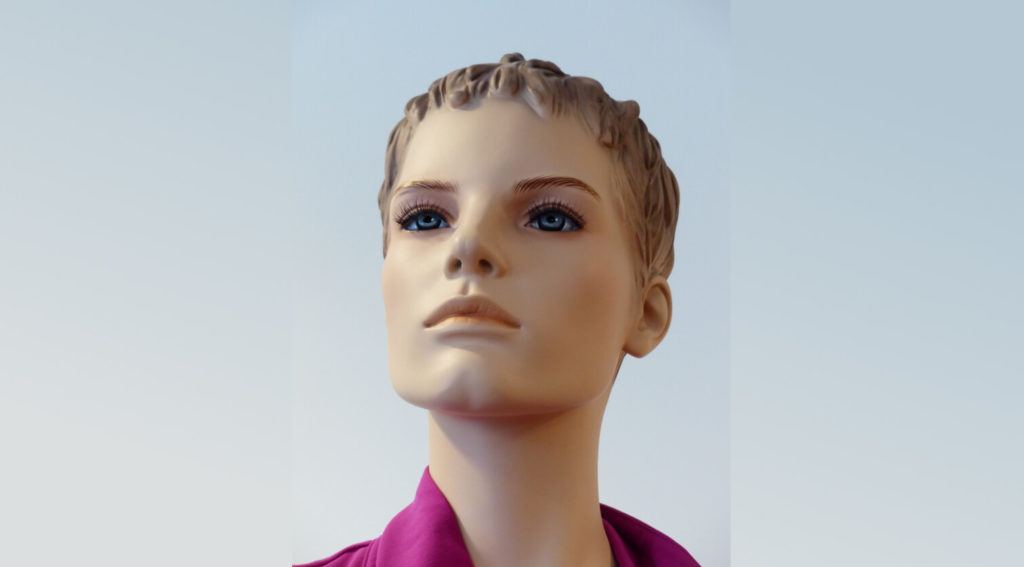 Mannequins which don't avoid uncanny valley creates discomfort