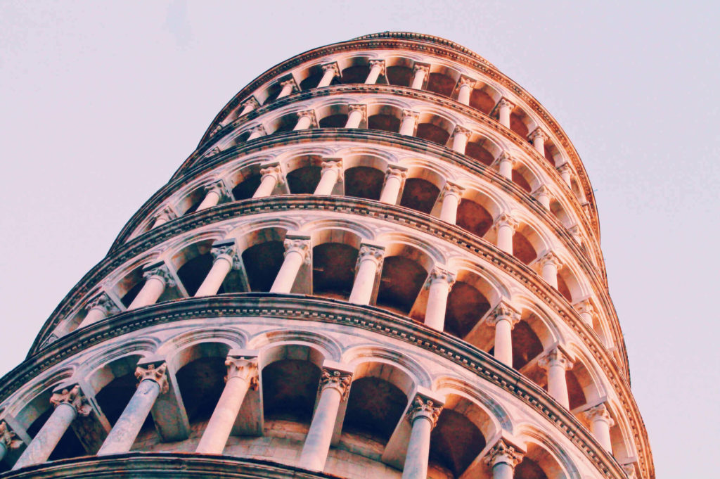 the lean in the leaning tower of pisa adds to its popularity